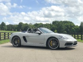 first-drive-review:-2020-porsche-718-boxster-gts-4.0-rocks-to-a-familiar-tune
