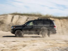 view-photos-of-the-2020-toyota-land-cruiser-heritage-edition