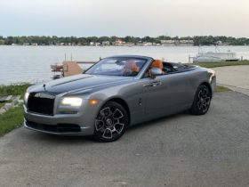 first-drive-review:-the-conspicuous-case-of-the-$477,000-rolls-royce-dawn-black-badge