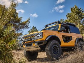 ford-makes-manual-equipped-broncos-available-with-sasquatch-package