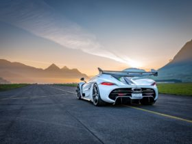 koenigsegg-jesko-has-some-(very-loud)-fun-in-the-sun