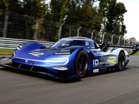 the-record-breaking-vw-id.r-gets-new-livery