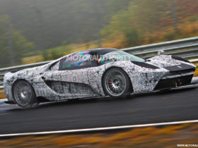 scuderia-cameron-glickenhaus-004s-spy-shots:-race-car-for-the-road-spotted