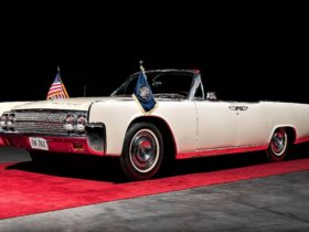 fateful-kennedy-lincoln-continental-limousine-up-for-auction