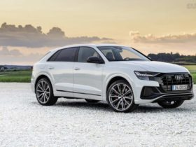 audi-q8-plugs-in,-offers-two-outputs-and-up-to-59-km-ev-range