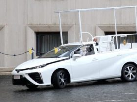 toyota-mirai-hydrogen-popemobile-gifted-to-the-vatican