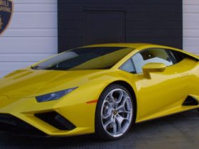 the-new-lamborghini-huracan-evo-rwd-trades-on-tactile-experience,-not-numbers