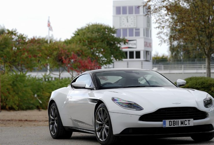 2017-aston-martin-db11-v8-wallpapers