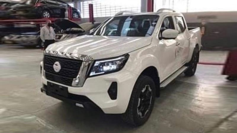 2021-nissan-navara-caught-undisguised-in-latest-images