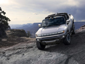 2022-gmc-hummer-ev-first-look-review:-an-icon-goes-electric