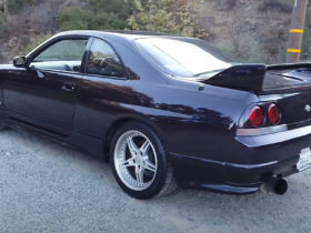 the-nissan-skyline-r33-gt-r-will-remind-you-how-great-the-90s-were