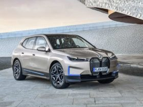 all-electric-bmw-ix-debuts-with-over-500-hp-and-600-km-range