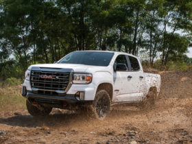 2021-gmc-canyon-at4-made-more-capable-with-off-road-performance-edition