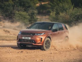land-rover's-discovery-sport,-range-rover-evoque-receive-tech-updates-for-2021