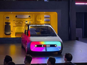 gac-unveils-car-with-giant-screen
