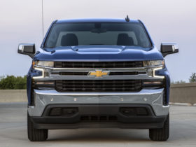 gm-capitulates-to-massive-recall,-2020-corvette-convertible-reviewed,-ev-costs-compared:-what's-new-@-the-car-connection