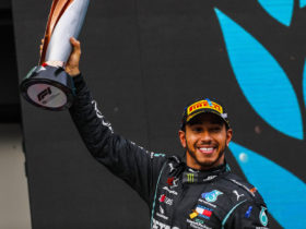 queen-elizabeth-ii-reportedly-to-grant-lewis-hamilton-knighthood