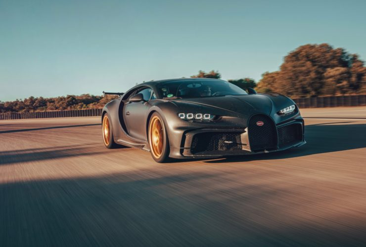 bugatti-chiron-pur-sport-chugs-gas-with-an-8-mpg-city-fuel-economy-rating