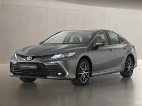 toyota-camry-hybrid-gets-updated-for-europe