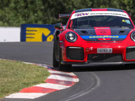 porsche-911-gt2-rs-breaks-mount-panorama-production-car-lap-record