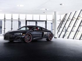 audi-marks-2021-r8-v10-rwd's-arrival-with-panther-limited-edition