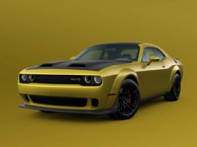 dodge-makes-previously-limited-gold-rush-paint-available-on-more-challengers