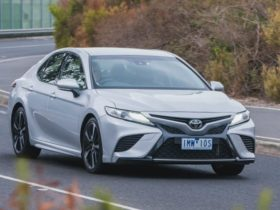 toyota-camry-v6-dead-in-australia:-axed-with-2021-facelift