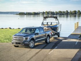 2021-ford-f-150-hybrid-gets-25-mpg,-besting-the-ram-1500-and-chevy-silverado