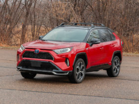 review-update:-2021-toyota-rav4-prime-makes-the-perfect-stopgap