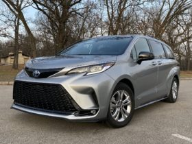 2021-toyota-sienna-aces-safety-test,-mclaren-sabre-storms-us,-mach-e-nominated:-what's-new-@-the-car-connection