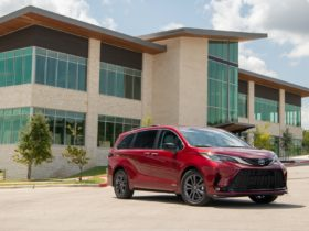 2021-toyota-sienna-earns-top-safety-pick+-award