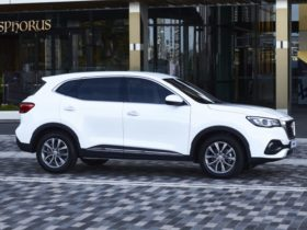2021-mg-hs-price-and-specs:-mid-size-suv-gains-entry-level-core-variant