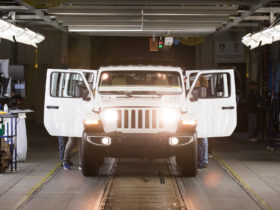 jeep-plans-wrangler-and-gladiator-customization-center-near-toledo-plant
