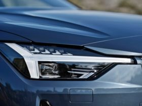 polestar-2-offers-advanced-lighting-technology-to-drivers