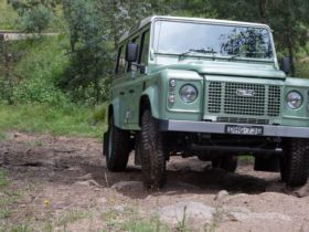 modern-classic-review:-2016-land-rover-defender-heritage
