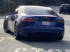 2021-tesla-model-s-prototype-spied-testing,-could-be-facelifted-model