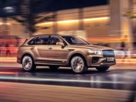 new-bentayga-hybrid-–-first-of-two-bentley-phevs-for-2021