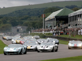 superformance-gt40-continuation-to-race-with-motor-racing-legends