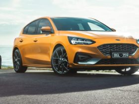 2021-ford-focus-st-price-and-specs:-hot-hatch-gains-tech,-loses-equipment