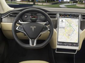 nhtsa-requests-tesla-to-recall-model-x,-model-s-for-touchscreen-failure