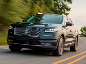 2021-lincoln-nautilus-first-look-review:-big-changes-inside