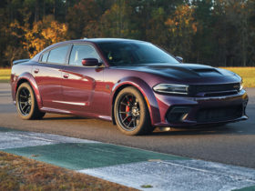 2021-dodge-charger-srt-hellcat-first-drive-review:-a-redeye-riot