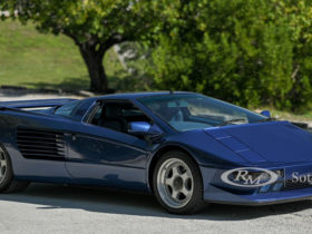 the-lamborghini-diablo-could-have-looked-like-the-cizeta-v16t,-and-that-latter-one-is-going-to-auction