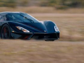 ssc-tuatara-sets-land-speed-record-for-production-cars-at-282.9-mph
