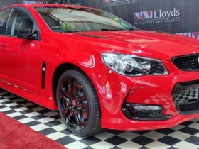 auction-bids-for-'last'-holden-commodore-double-in-24-hours-to-$255,000
