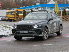 2022-bentley-bentayga-extended-wheelbase-spy-shots:-stretched-suv-in-the-works