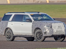 2022-ford-expedition-spy-shots:-new-interior-pegged-for-updated-suv