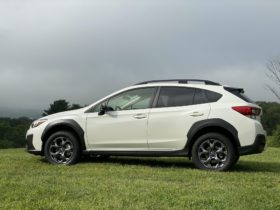 small-awd-suvs-compared,-cadillac-blackwings-launched,-atlis-electric-truckmaker-makes-big-plans:-what's-new-@-the-car-connection