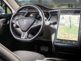 tesla:-recalled-touchscreens-were-meant-to-only-last-5-6-years
