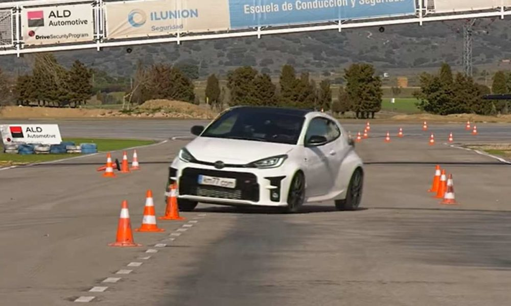 watch-toyota-gr-yaris-ace-moose-test-at-80-km/h